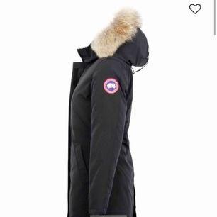 Säljer min Canada goose Victoria som är i gott skick förutom en ficka där dragkedjan är sönder, detta syns inte. Den är svart. Säljer på grund av att jag har en ny vinterjacka nu  Pris kan diskuteras vid snabb affär!