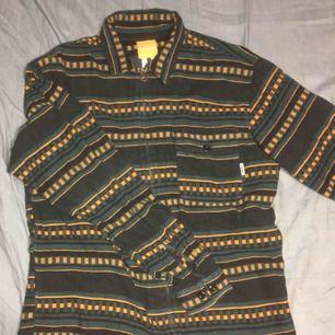 En tröja i bra skick köptes på Carlings. Kostade 699kr