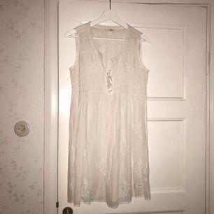 Söt Odd Molly klänning i tunt och lätt tyg. Aldrig använd.