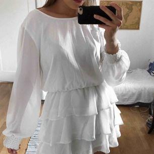 Snygg somrig klänning. Frakt på 40 kr tillkommer