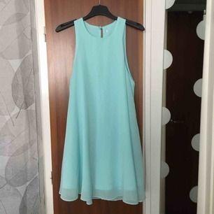 Ljusblå/ turkos klänning i fint skick! Köpt i Australien.
