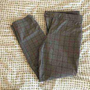 Kostymbyxor från HM i mycket fint skick! Använda 3 gånger.