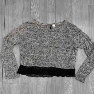 Grå stickad tröja från HM storlek M, passar även S, bra skick. Frakt kostar 36kr extra, postar med videobevis/bildbevis. Jag garanterar en snabb pålitlig affär!✨