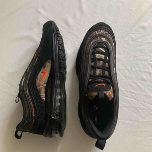 •Nike Air Max 97 Real free  •Aldrig använda   •Köpta 14/6-19 som present - för små Små i storleken  •Fler bilder kan skickas om intresse finns