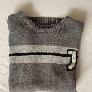 •Fin grå stickad tröja •Okänt märke •Bra skick •Liten storlek •100% bomull