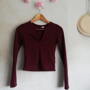 Vinröd tröja från H&M