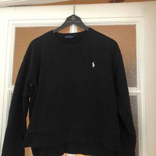 Säljer min snygga Ralph Lauren tröja, pga kommer ej till användning!
