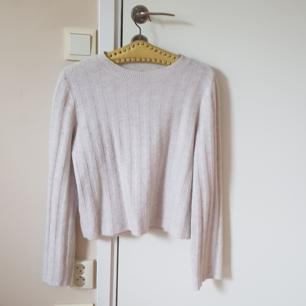 Långärmad stickat tröja från H&M i en nude vit färg