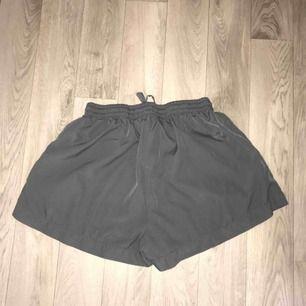 Mysiga shorts från Lager 157 -storlek: S -använt ca 1 gång -säljer pga använder aldrig -frakt står köparen för:)