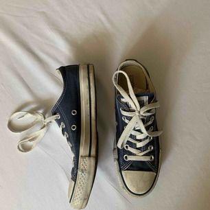 •Blå åga Converse •Måttligt använda men i bra skick •Säljer pga att de ej kommer till användning •Går att tvätta