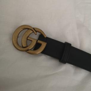 Säljer detta Gucci skärpet! Det är oäkta men man ser ingen skillnad mellan detta och ett äkta! Superbra kvalité! 🌼