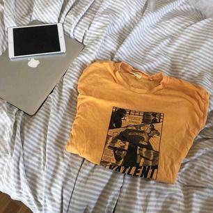 Vailent t-shirt köpt på killavdelningen