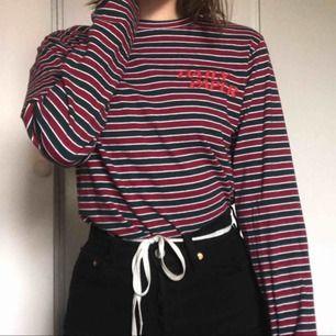 Säljer min Daily Paper tröja då jag inte har använt den mer än fem gånger. Kan mötas upp i Örebro eller så står köparen för frakt :-)