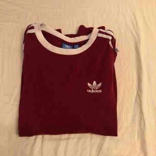 En adidas tröja som är väldigt fin som behöver en ny ägare 💋💜💫🌟