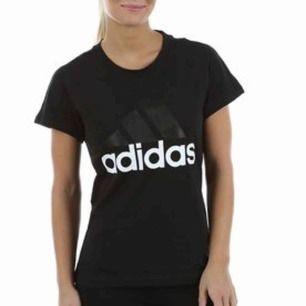 Addidas t-shirt, i bra skick. 70kr, köparen står för frakt🥰