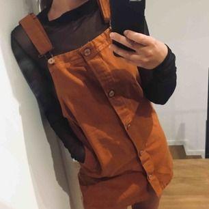 Hängselklänning! Använd fåtal gånger  Fraktar för 40kr