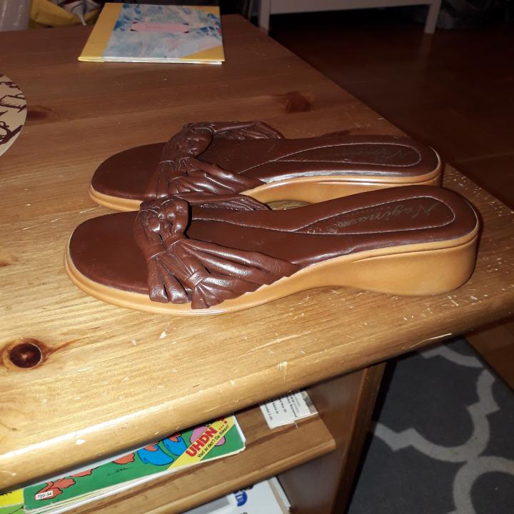 Fina bruna skor . Skor.