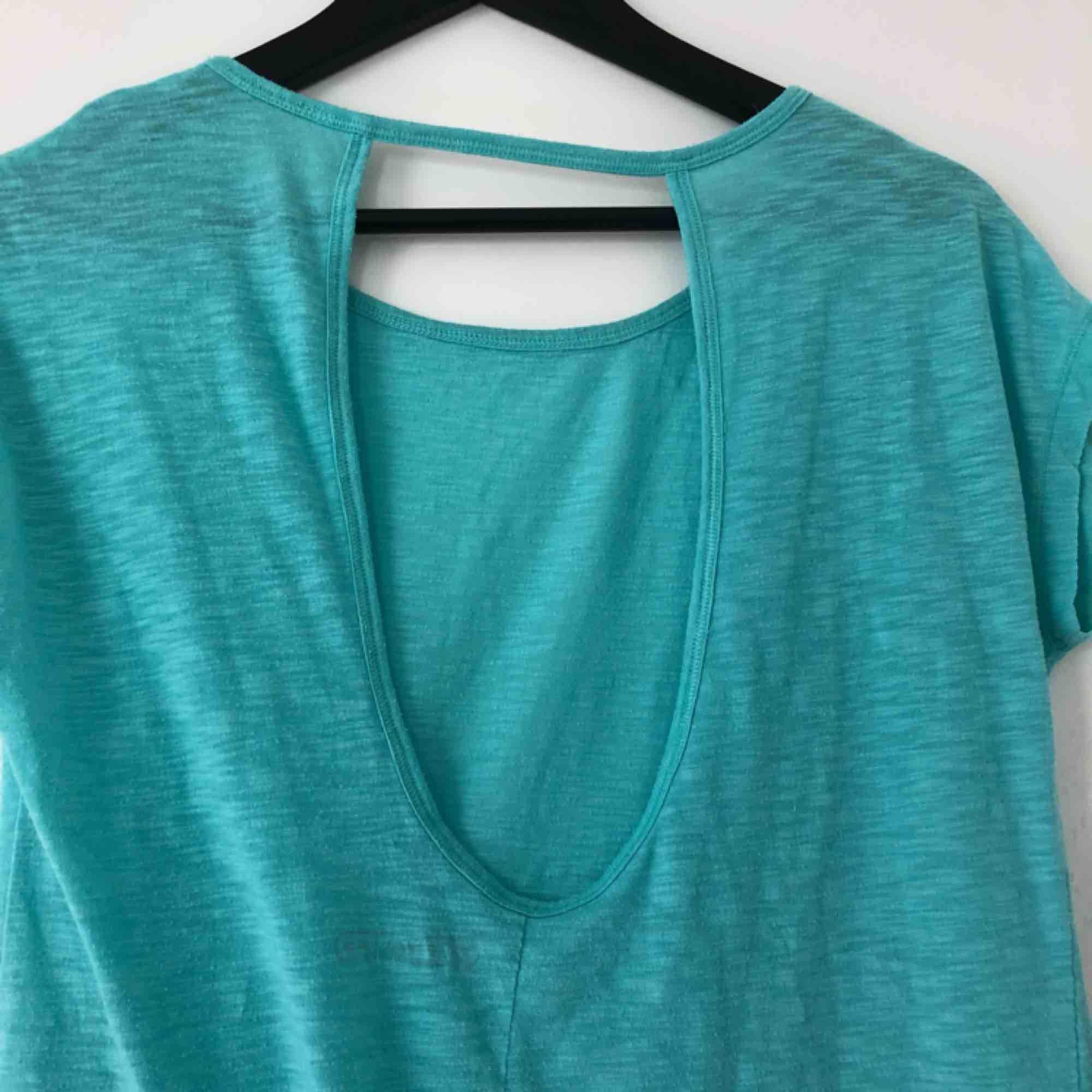 En tränings tröja med öppen rygg, väldigt skönt material,. Huvtröjor & Träningströjor.