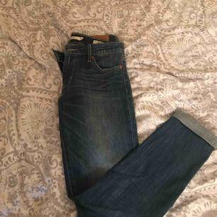 Levi's jeans använda en gång söker ny ägare!  Köparn betalar frakt om det skulle behövas!   Finns i Kode men kan mötas upp i kungälv
