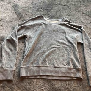 Jätte skön tröja från hollister. Bra skick. Storlek M men är mycket mer som en S.