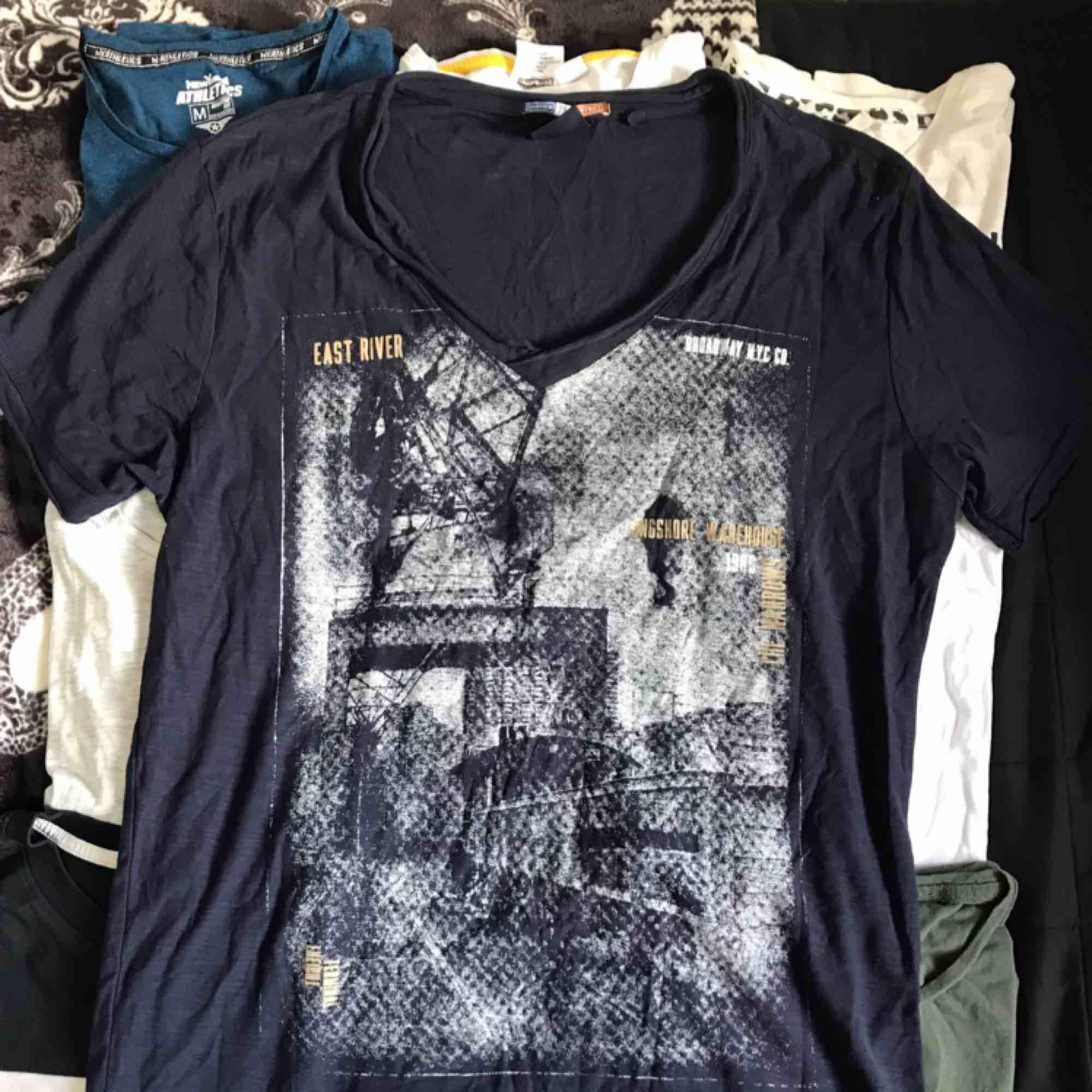 Allt är i bra skick! 20kr styck eller paketpris 200kr. T-shirts.