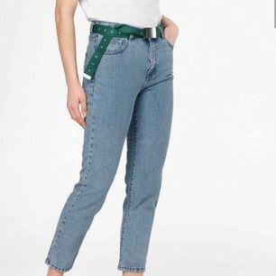 Säljer mina feta byxor från dr. Denim för jag använder dom för lite, storlek 27/28 vilket är typ M. Nästan helt oanvända. Jag köpte dom för 600kr. Frakten är exkluderat från priset.