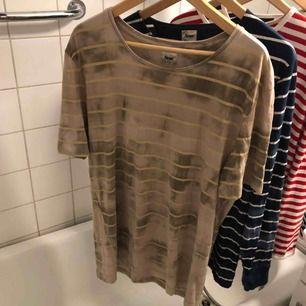 Acne T-shirt bra skick. Kan hämtas i Uppsala eller skickas mot fraktkostnad.