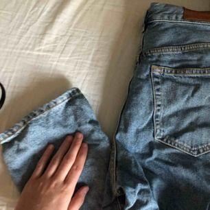 Mom jeans från bikbok, assnygga