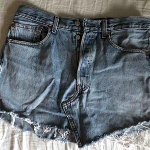 Assnygg jeanskjol från Levis