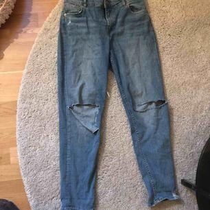 Ett par jeans från H&M endast använd fåtal gånger. Dom sitter lite pösigt ungefär som mon jeans