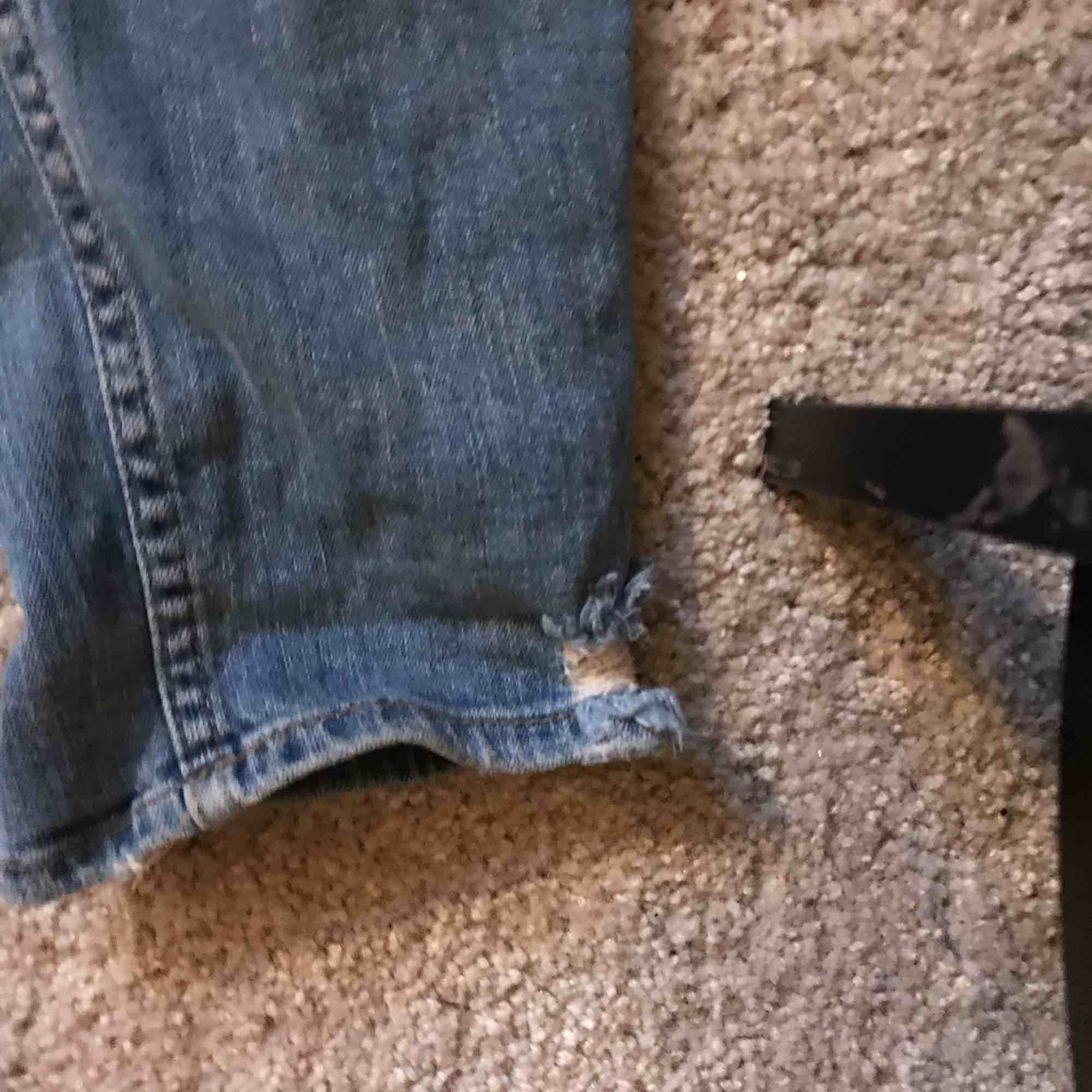 Ett par jeans från H&M endast använd fåtal gånger. Dom sitter lite pösigt ungefär som mon jeans . Jeans & Byxor.