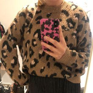 Leopard stickad tröja från asos. Knappt använd , som ny. Super snygg!!!