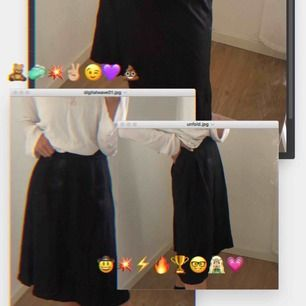 Säljer min svarta midiskirt i storlek S! Den har även fickor på sidorna. Säljer pga att jag har en likande. Den är som ny!!!! Supersnygg och perfekta kjolen till sommaren! 🤛🏼🧝🏼♀️✌🏼 skriv om du är intresserad