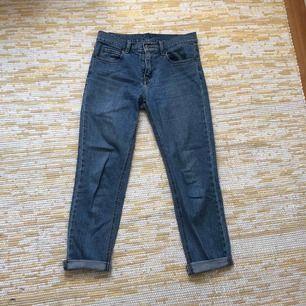 Fina jeans från Cheap Monday. Inköpt på Second Hand för ett år sedan. De är i bra skick förutom två hål på inre låret (se bild två). Köparen står för frakten!😊