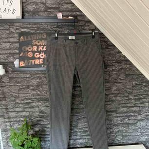 """""""Finare"""" byxor i storlek 33/34. Knappt använda. Köparen står för frakten."""
