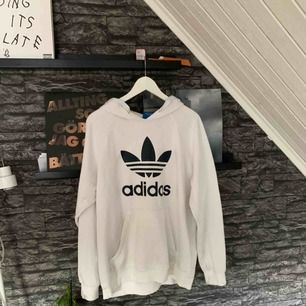 Adidaströja i storlek L. Sparsamt använd då den är lite för stor för mig. Köparen står för frakten.