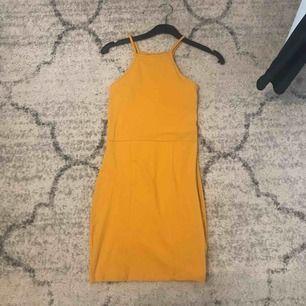 klänning från nly