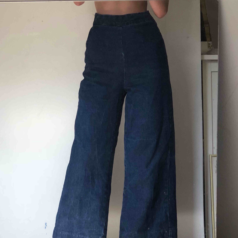 utsvängda jeans som går att köpa tillsammans med matchande kimono!! (se i min profil). Jeans & Byxor.