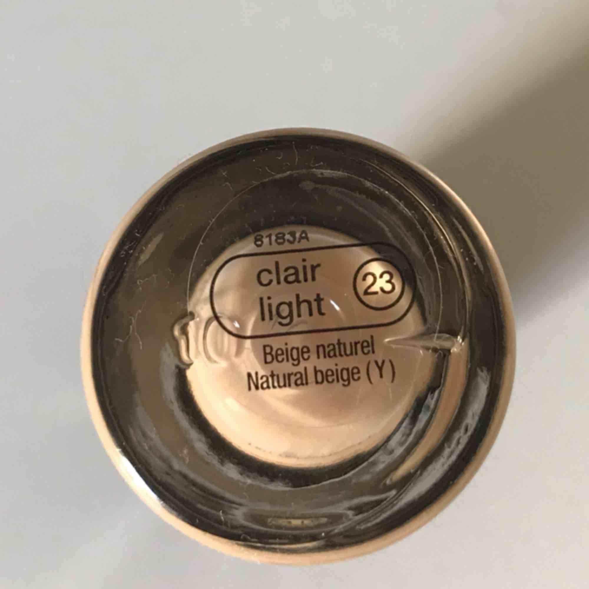 Foundation från Sephora. I färgen clair light 23.  Använd en gång men fel färg. . Övrigt.