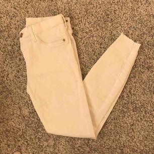 River island jeans i storlek 10, sitter som en Small. Använda 1 gång
