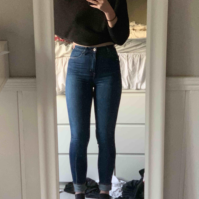 Tiger of sweden jeans som är väldigt sparsamt använda i superbra skick. Storleken är 28x32 och de är tyvärr väldigt små på mig.. Jeans & Byxor.