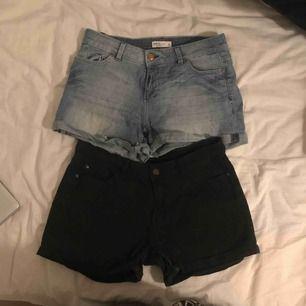 Säljer två jeans shorts den svarta är i storlek 40 men skulle säga att den är lite liten i storleken och den andra är i storlek 36! Säljer de 30kr/st