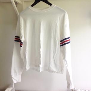 Super skön tröja från Brandy Melville. Sitter som en medium. Fint skick!🌸