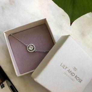 Miss Miranda bracelet  Lily and rose armband som är helt oanvänd 🌼 Frakt ligger på 9kr!