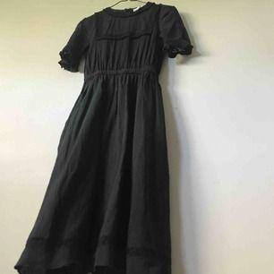 Världens finaste klänning från & other stories, den är vadlång och är 100% i bomull. Säljer då den är något för stor och inte kommit till användning, annars hade jag haft på mig den varje dag :(