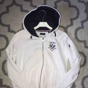 """Gant """"hoodie"""", köptes för 1000kr men kmr nt till någon nytta alls:/  350kr med frakt"""
