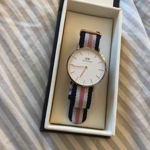 Äkta Daniel Wellington klocka köpt för 1299kr o säljer för 500 pågrund av att jag haft den i 1 år ingefär men dock ej använt den