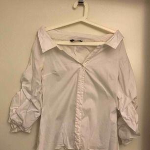 Från Zara. Använt 1 gång. Färg: vit.