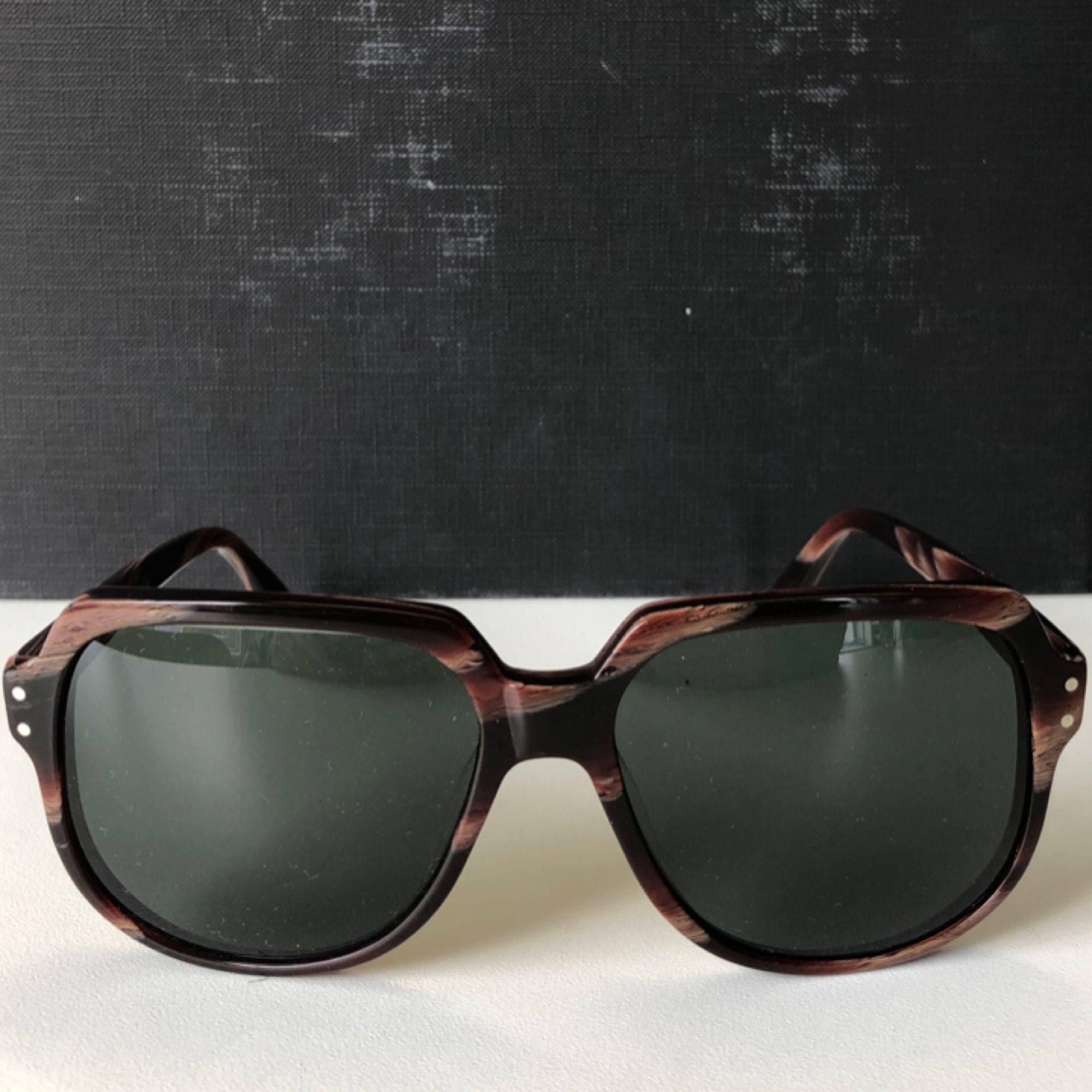 Solglasögon från märket Hyde's, modell no14 Juan maclean. Fint skick, knappt använda! . Accessoarer.