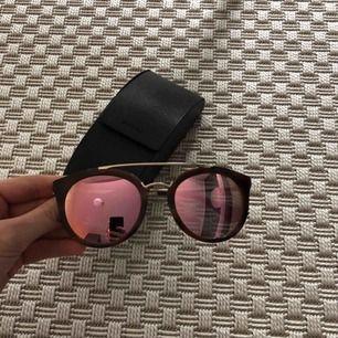 Äkta Prada solglasögon, nypris ca 3000 ,modell Prada Cinema SPR23S